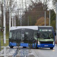 Первый в мире автобус, где управляемые все 4 колеса — Alstom Aptis