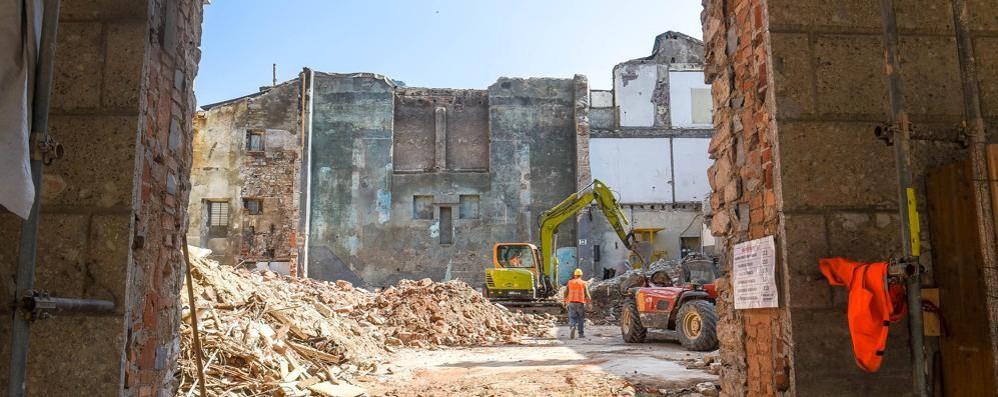 Демонтажные работы на территории театра Cressoni