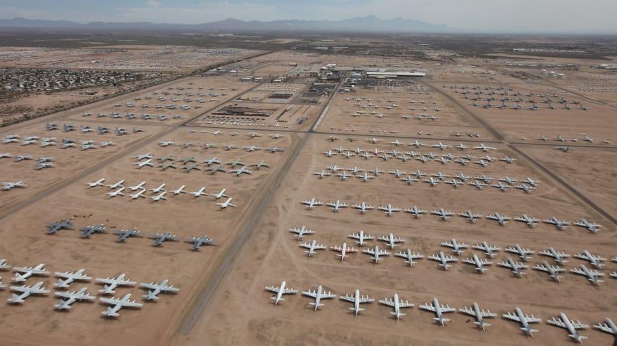 Кладбище правительственных и военных самолётов в музее Пима в Тусконе, Аризона