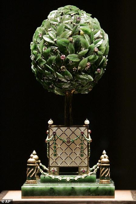 Подарок для матери Николая II Марии Фёдоровны, изготовленный Карлом Фаберже в 1911 году