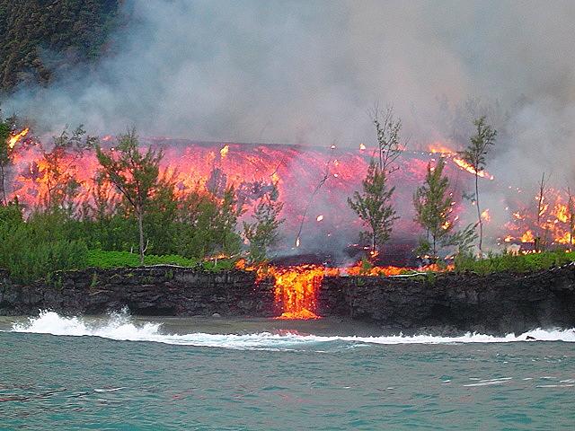 Извержение вулкана Питон-де-ла_Фурнез