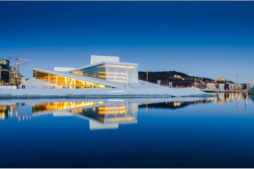 Национальный оперный театр в Осло, дизайн студии Snøhetta