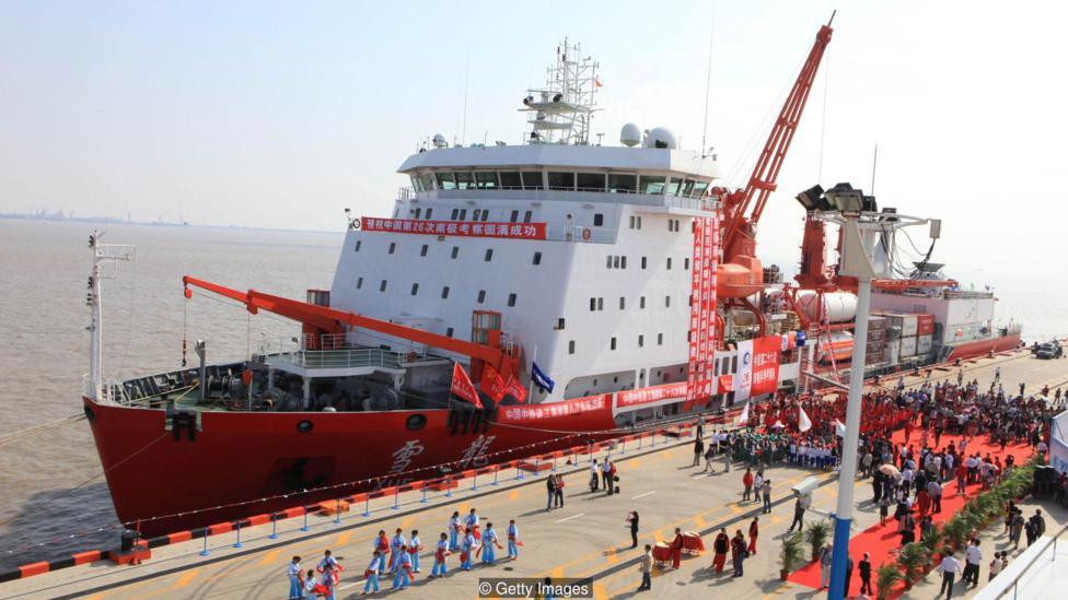 Китайский корабль перед отправлением в экспедицию на Антарктику