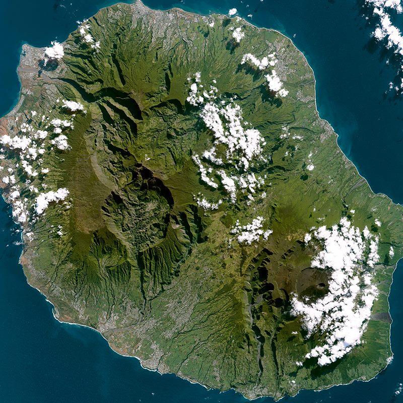 Снимок острова Реюньон со спутника