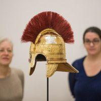 Археологи восстановили старинный шлем англосаксонского генерала