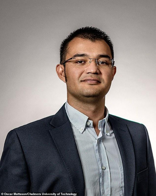 Руководитель проекта - доктор Макс Ортиз Каталан (Max Ortiz Catalan) из Технического университета Чалмерса