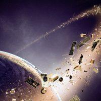 Чем космический мусор на орбите опасен для действующих спутников?