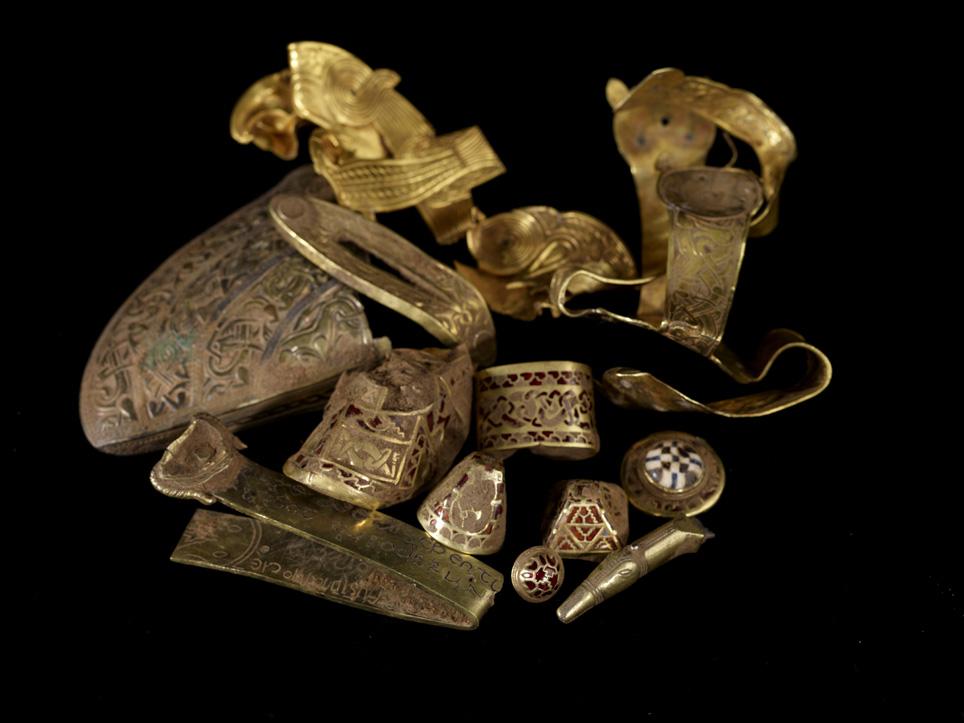 Часть клада, который местная пресса окрестила Стаффордширским сокровищем