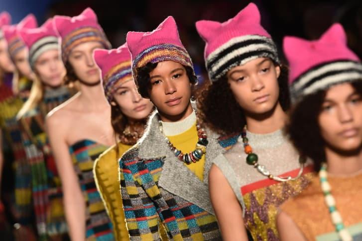 Pussyhats - розовые шапки с кошачьими ушами дизайнера Кристы Су, ставшие символом Женского Марша в Вашингтоне в начале 2018 года: