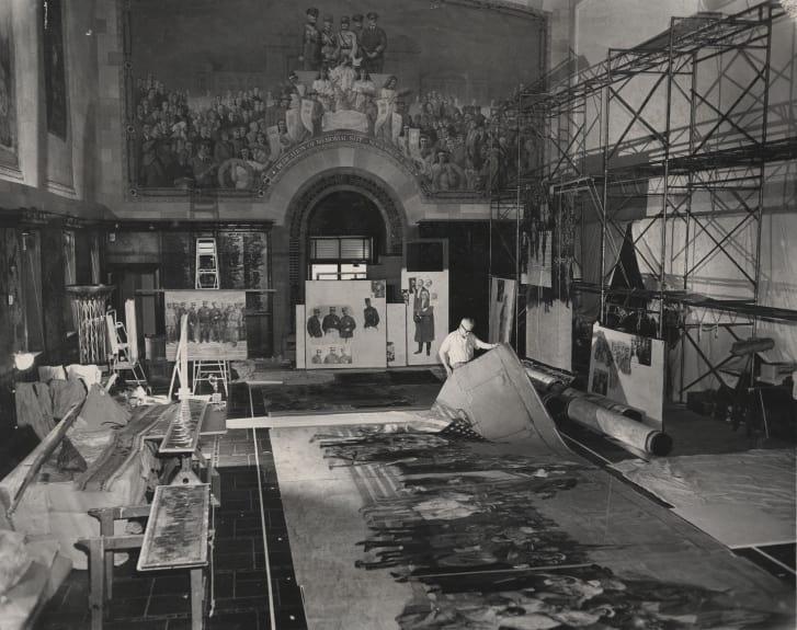 """Дэниел Макморрис работает над реконструкцией картины """"Пантеон войны"""""""