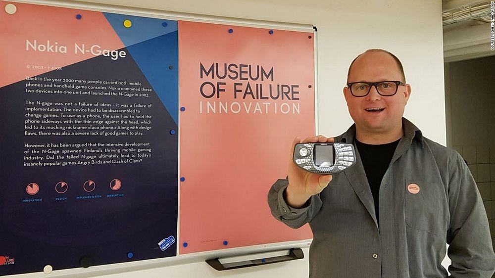 Доктор Самюэль Вест, основатель Музея инновационных провалов