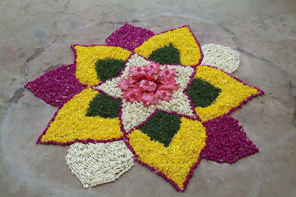 Ранголи из цветов
