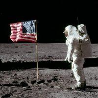 Лунный ботинок Нила Армстронга продали за 49 000 долларов