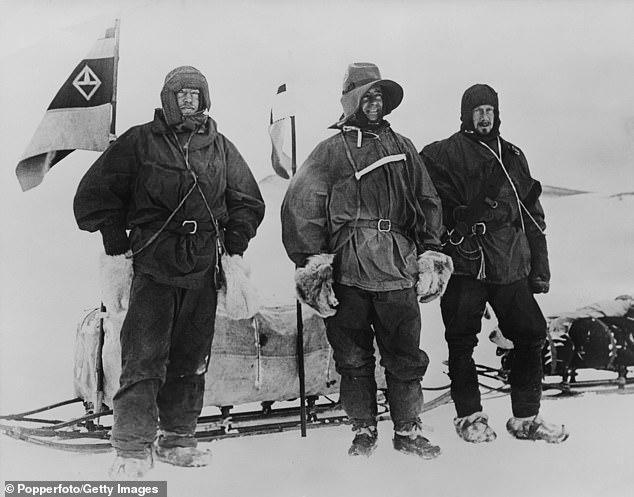 Эрнест Шеклтон (слева), Роберт Фалкон Скотт (в центре) и Эдвард Уилсон (справа) - одна из первых британских экспедиций в 1903 г.