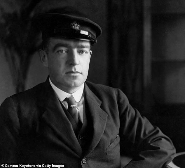 Сэр Эрнест Генри Шеклтон — англо-ирландский исследователь Антарктики, деятель героического века антарктических исследований. Участник четырёх антарктических экспедиций, тремя из которых командовал.