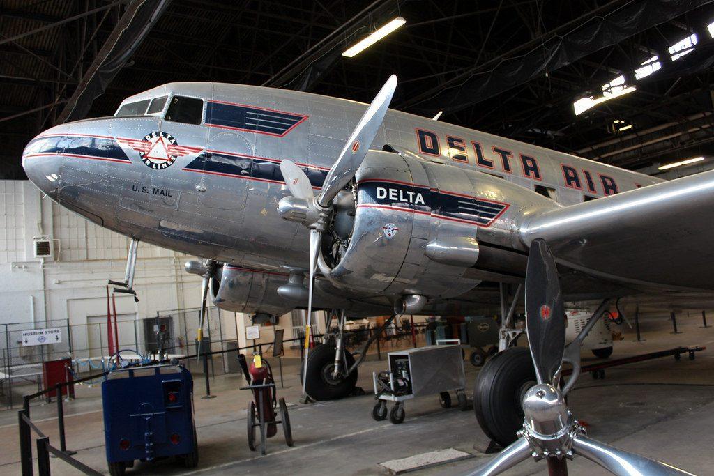 Один из пяти оригинальных Douglas DC-3 компании Delta