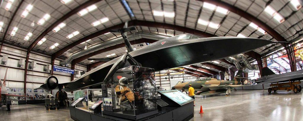 Стратегический сверхзвуковой разведчик ВВС США SR-71 Blackbird