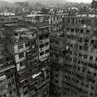 Коулун — самый густонаселенный город на планете.