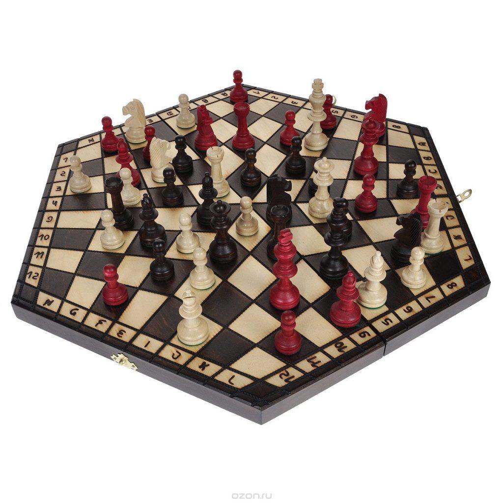 Шахматы для троих игроков на гексагональной доске с четырёхугольными полями