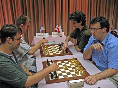 Шведские шахматы — командная игра пара на пару, разным цветом.