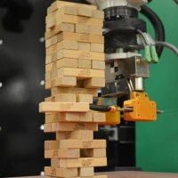 Робот, который играет в Дженгу