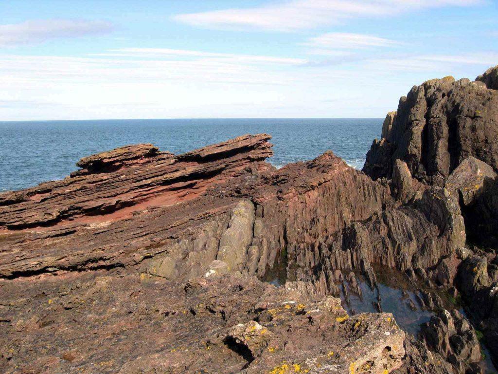Пример Великого Несоответствия в породах мыса Сиккар-Поинт в Шотландии