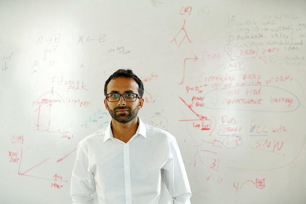 Равиндра Гупта, один из учёных Университетского колледжа Лондона, занимавшихся проведением второго эксперимента