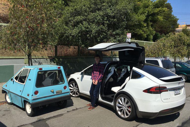 Citicar рядом с Tesla Model X