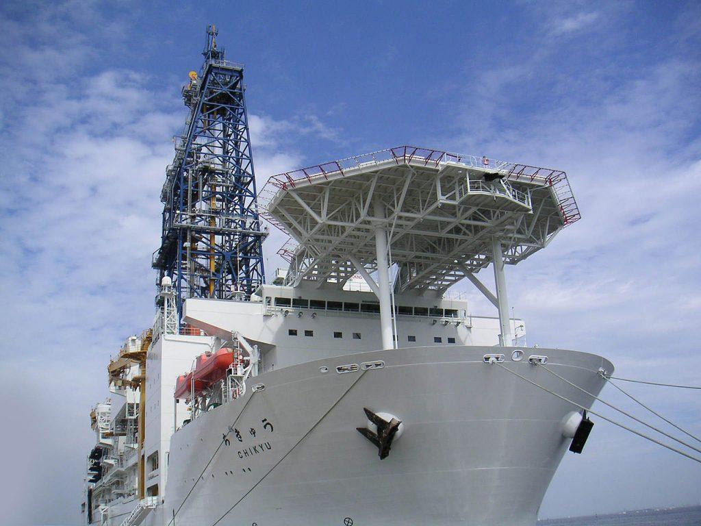 Японское буровое судно Тикю