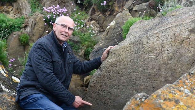 Микель Погам - член муниципального совета, который занимается сохранением местного исторического наследия