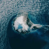 Необычное лавовое озеро в кратере вулкана Маунт Майкл ?
