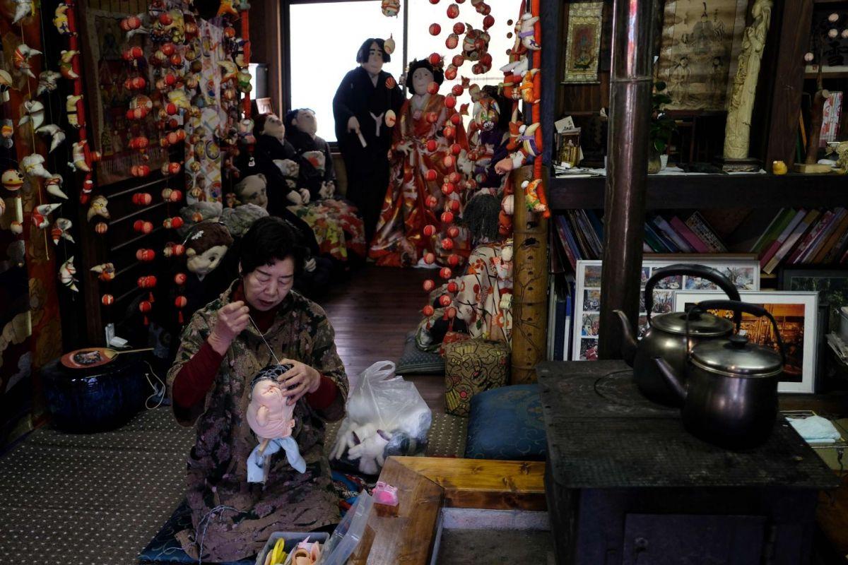 джина японский поселок из кукол фото рейтер официальном аккаунте группы