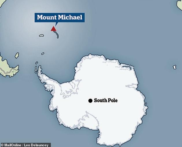 Необычное лавовое озеро в кратере вулкана Маунт Майкл
