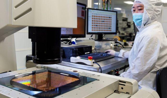 Cerebras Wafer Scale Engine– самый большой компьютерный чип в мире