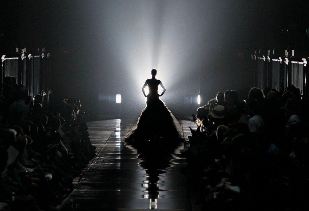 Краткая история моды: фэшн-шоу