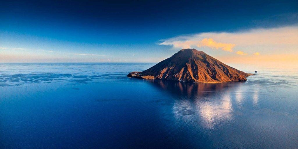 Стромболи: итальянский остров огня