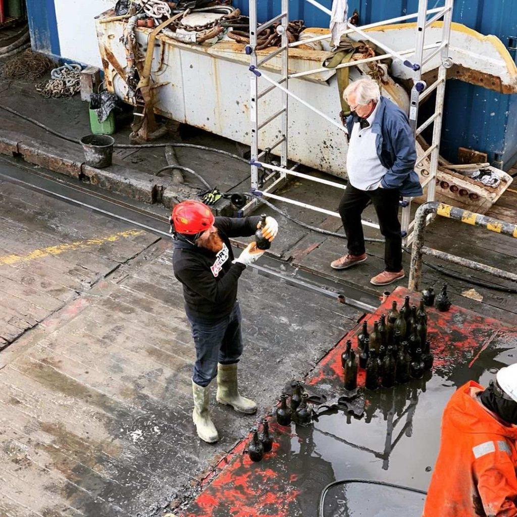 SS Kyros: водолазы достали 900 бутылок редкого алкоголя со дна Балтийского моря