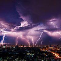Искусственный интеллект научился предсказывать молнии