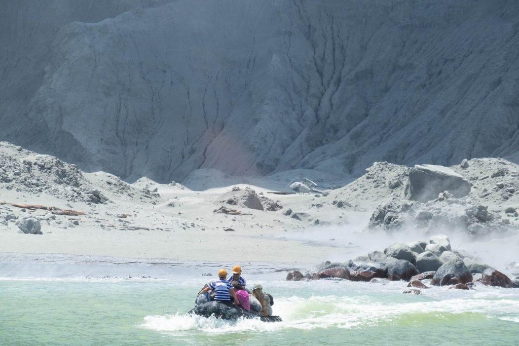 Извержение вулкана Уайт-Айленд в Новой Зеландии
