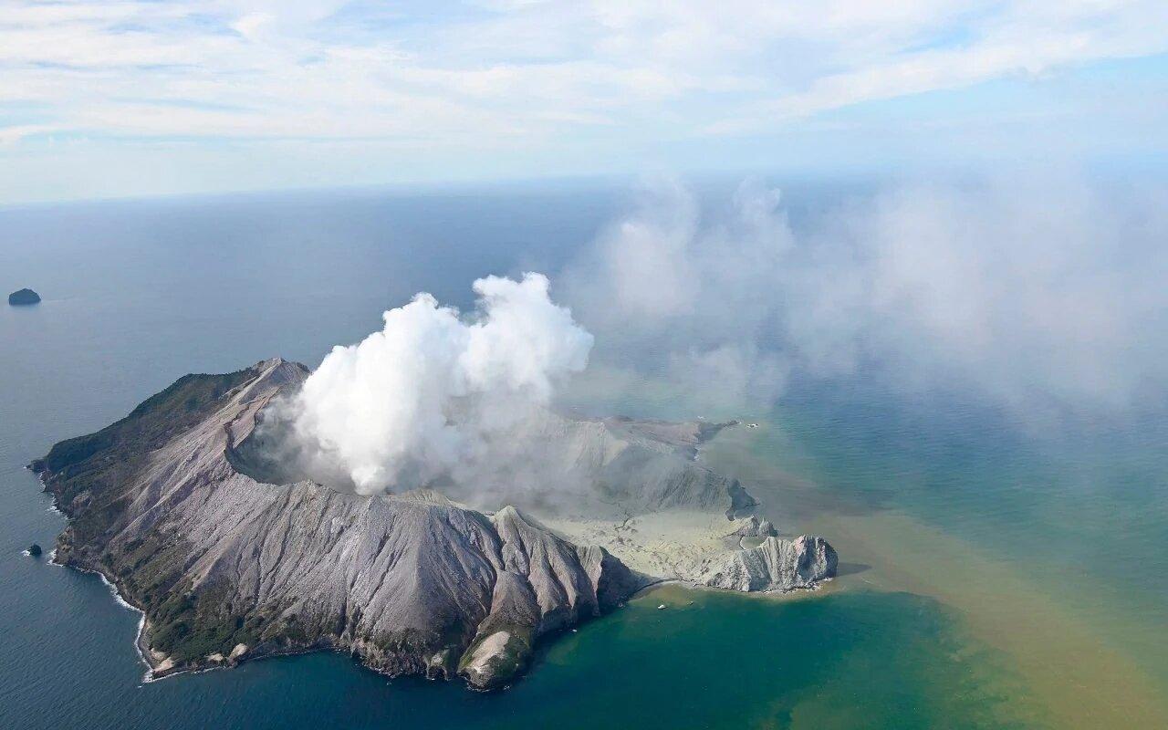 вулкан в средиземном море фото жизни всякое бывает