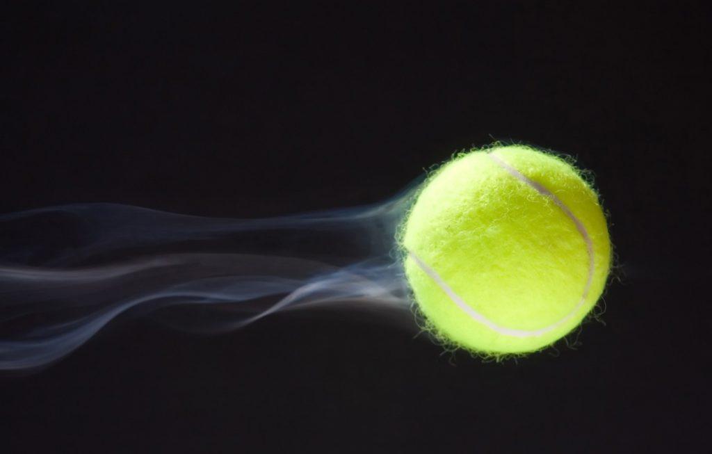 Какого цвета теннисный мяч?