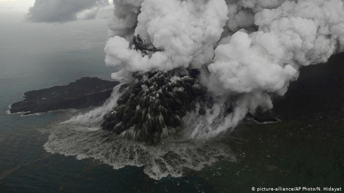 В Индонезии проснулся вулкан Анак-Кракатау