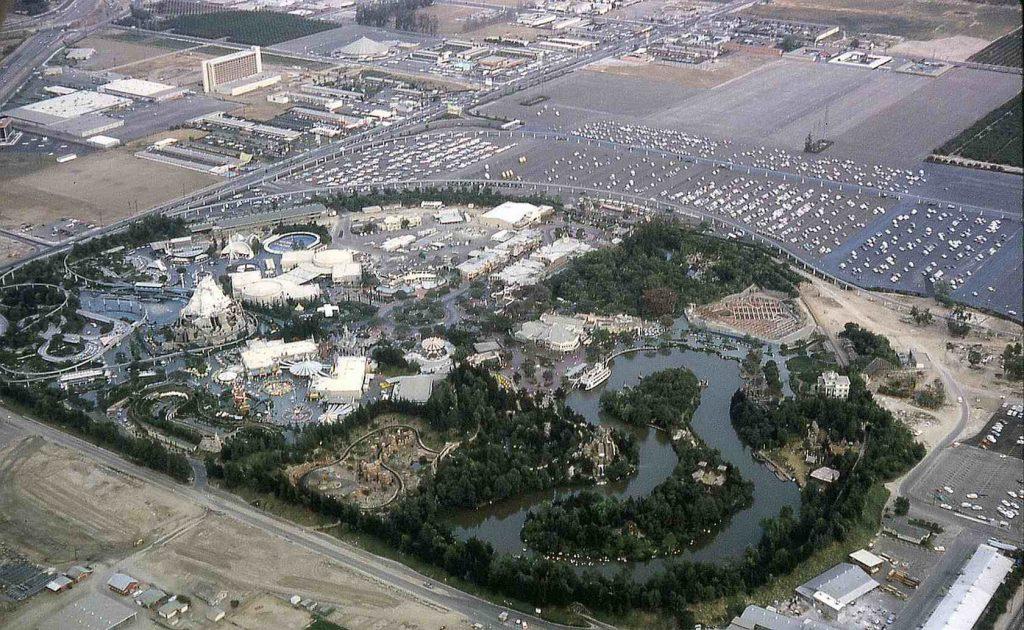 65 лет со дня открытия первого парка развлечений Disneyland
