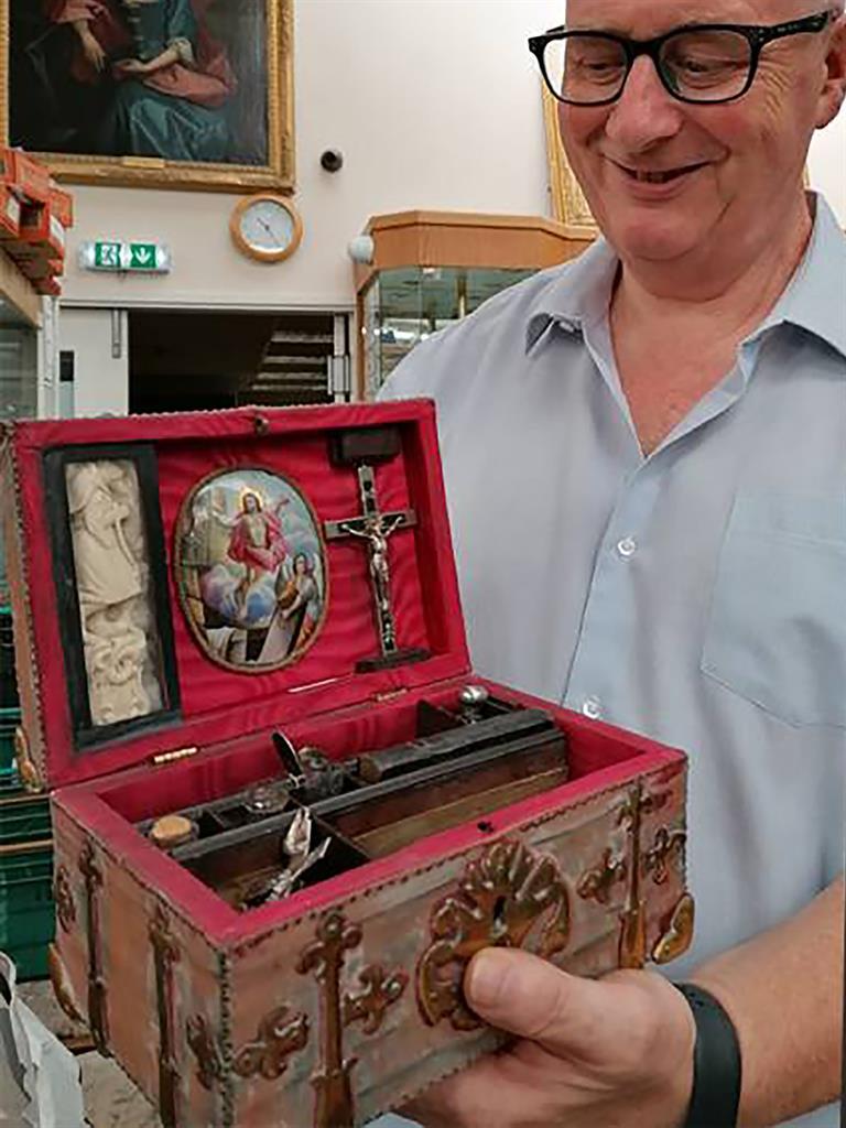 Набор охотника на вампиров выставлен на аукцион антиквариата