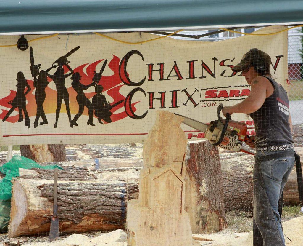 Карвинг: искусство резьбы по дереву цепной пилой
