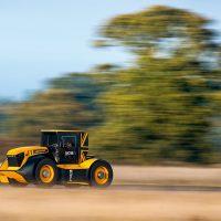 JCB Fastrac Two: самый быстрый трактор в мире