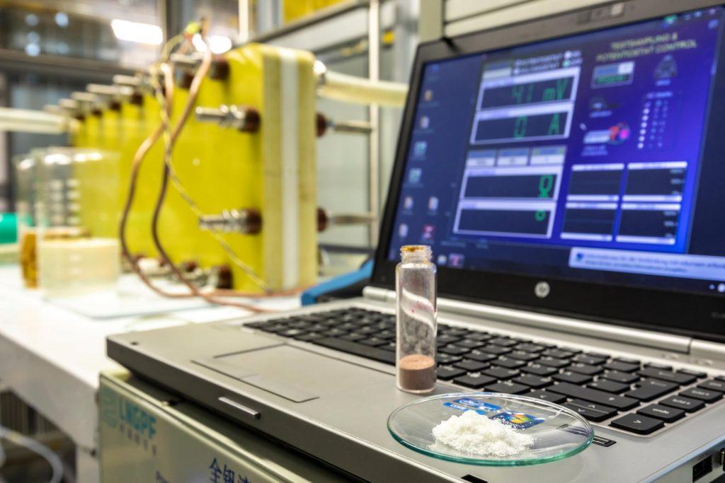 Экологичная редокс-аккумуляторная батарея из ванилина