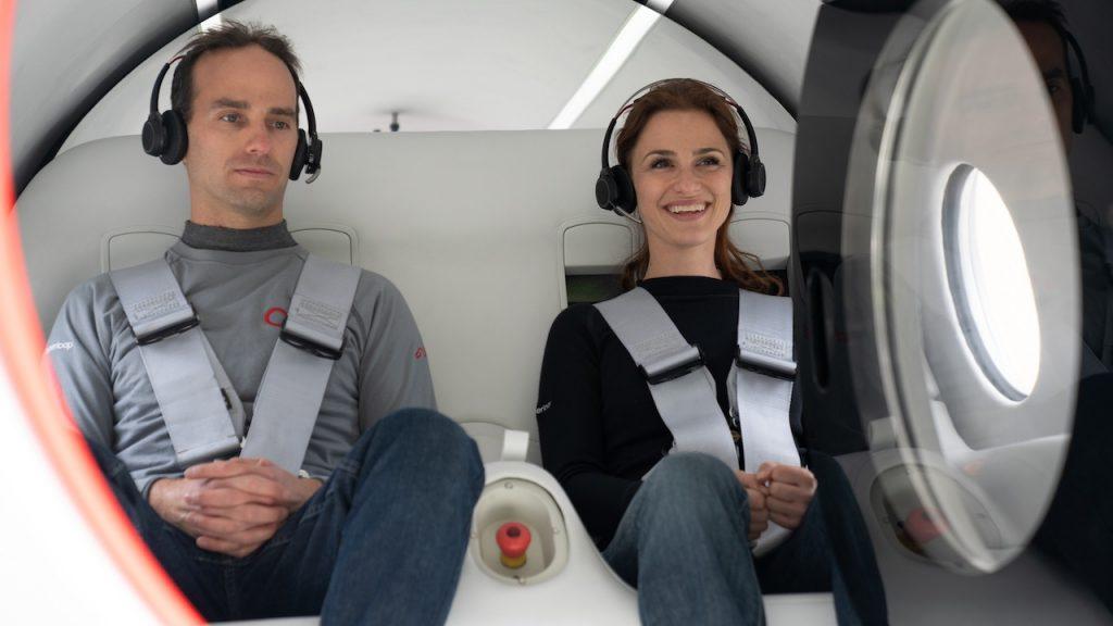 Virgin Hyperloop провела первое испытание вакуумного поезда с пассажирами
