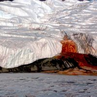 Кровавый водопад: жуткое чудо природы