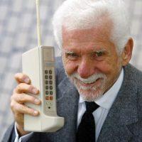 Первый звонок по мобильному телефону состоялся 48 лет назад